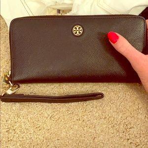 Tory Burch Robinson zip around wallet